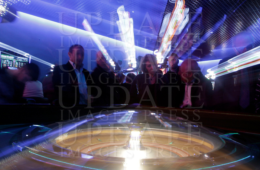 Giocatori ad una roulette del Dubai Palace, in occasione della sua inaugurazione, a Roma, 2 marzo 2013.<br /> Players at a roulette of the Dubai Palace gameroom, on the occasion of its inauguration in Rome, 2 March 2013.<br /> UPDATE IMAGES PRESS/Riccardo De Luca
