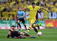 FUSSBALL   1. BUNDESLIGA  SAISON 2012/2013   2. Spieltag 1. FC Nuernberg - Borussia Dortmund       01.09.2012 Timm Klose (li, 1 FC Nuernberg) gegen Robert Lewandowski (Borussia Dortmund)