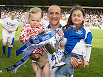 St Johnstone v Morton....02.05.09.Paul Sheerin with daughters.Picture by Graeme Hart..Copyright Perthshire Picture Agency.Tel: 01738 623350  Mobile: 07990 594431