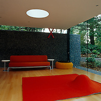 The floating pebble-covered wall to the rear of the gym provides an interesting texture to the space