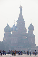 Moscow, Russia, 27/07/2010. .Smog covers Red Square in the record high temperatures of the continuing heatwave. Peat and forest fires in the countryside surrounding Moscow have resulted in the Russian capital being blanketed in heavy smog.