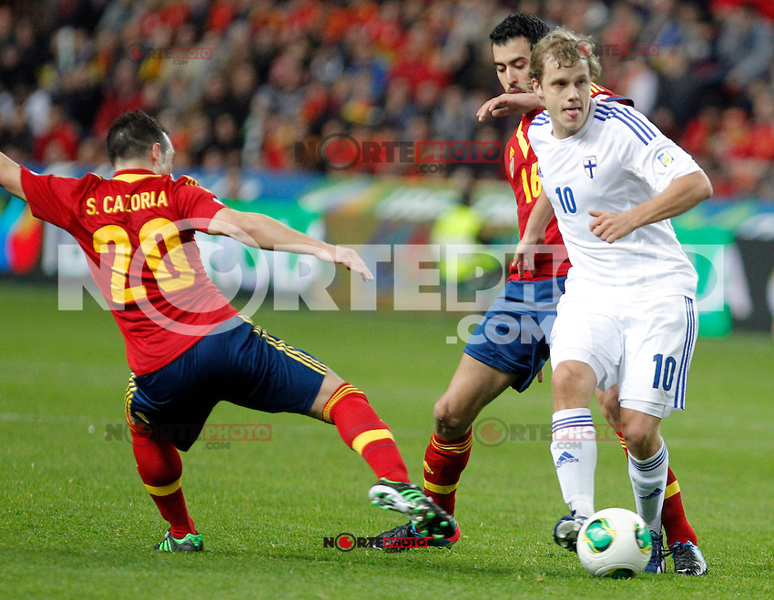 Spain's Santi Cazorla and Sergio Busquets and Finland's Pukki during international match of the qualifiers for the FIFA World Cup Brazil 2014.March 22,2013.(ALTERPHOTOS/Victor Blanco)