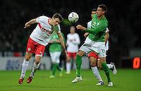 FUSSBALL   1. BUNDESLIGA   SAISON 2011/2012    14. SPIELTAG SV Werder Bremen - VfB Stuttgart       27.11.2011 William KVIST (li, Stuttgart) gegen Sandro WAGNER (re, Bremen)