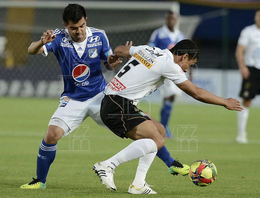 BOGOTÁ -COLOMBIA, 07-12-2013. Jose Harrison Otalvaro (Izq.) jugador de Millonarios disputa el balón con Camilo Ceballos (Der.) jugador de Once Caldas durante partido por la fecha 6 de los cuadrangulares finales de la Liga Postobón  II 2013 jugado en el estadio Nemesio Camacho el Campín de la ciudad de Bogotá./ Jose Harrison Otalvaro (L) player of Millonarios fights for the ball with Camilo Ceballos (R) player of Once Caldas during match for the 6th date of final quadrangulars of the Postobon  League II 2013 played at Nemesio Camacho El Campin stadium in Bogotá city. Photo: VizzorImage/Gabriel Aponte/STR