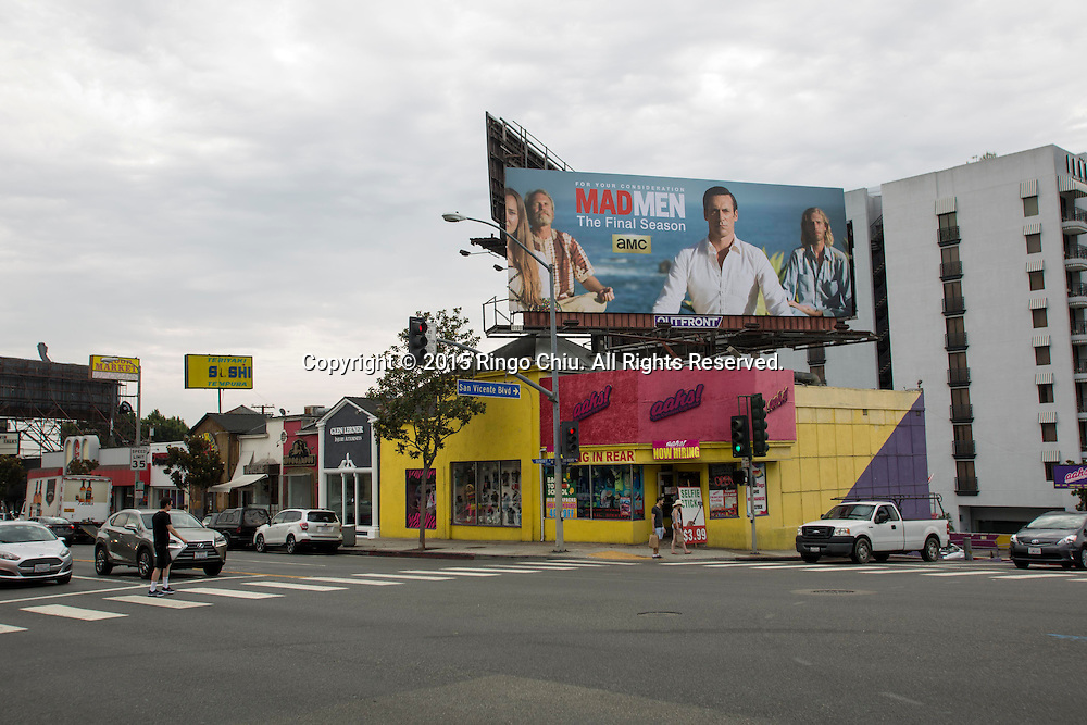 The exterior of the Aahs store at 8878 sunset blvd. in West Hollywood.Photo by Ringo Chiu/PHOTOFORMULA.com)