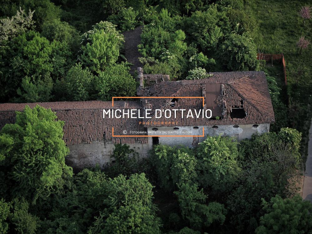 """La """"Fossata""""è una cascina situata fra le vie Fossata, Randaccio, Sospello e Coppino a Torino,  ed è composta da un edificio rurale, esempio  tipico di cascina di pianura, assai diffuso nella zona nel '700"""