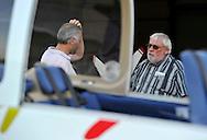 04/10/11 - ISSOIRE - PUY DE DOME - FRANCE - ISSOIRE AVIATION entreprise de Philippe MONIOT, leader Europeen de la production d avions de tourisme - Sur la photo Philippe MONIOT discutant avec un pilote d essais - Photo Jerome CHABANNE