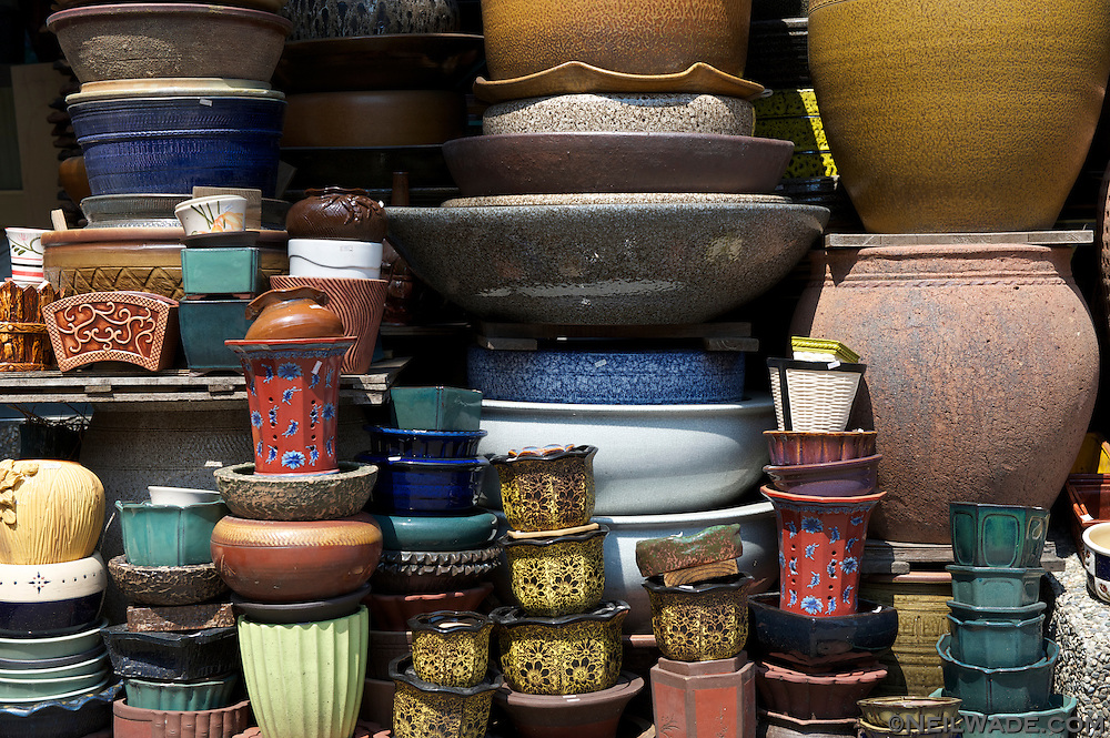 Pottery for sal on Yingge Ceramics Old Street.
