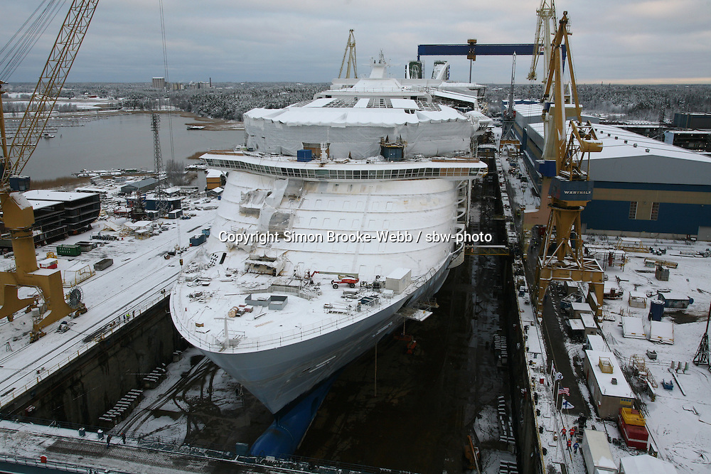 Oasis of the Seas, Float Out, Turku, Finland | sbw-photo ... Oasis Of The Seas Construction