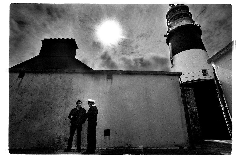 The lighthouse keeper Sean Doherty is about to leave his four week shift on Tory Island. During his leave one of the unemployed men of Tory will take over the responsibilty for the lighthouse....Tory Island. A rock in the Atlantic Ocean northwest of Ireland. The island has a population of approximately 160 and its own king.  There have been kings on Tory Island since the 5th century. The island's location, its harsh climate and since recently the lack of fish and work has gradually diminished its population. The only hope for the survival of the small population are the children of Tory. If they move out, a very old civilization and its' culture will disappear forever.