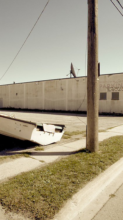 """""""Free Boat"""" sign on speedboat on side of street in Port Colborne, Ontario, Canada"""