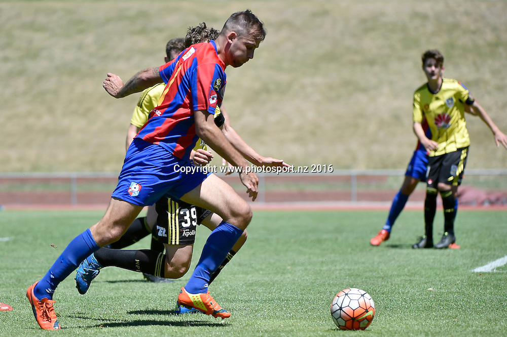 WaiBOP United&rsquo;s Stephen Hoyle in action during the ASB Premiership Football - Wellington Phoenix v WaiBOP United at Newtown Park, Wellington, New Zealand on Saturday 9 January 2016.<br /> Photo by Masanori Udagawa/Photosport.nz
