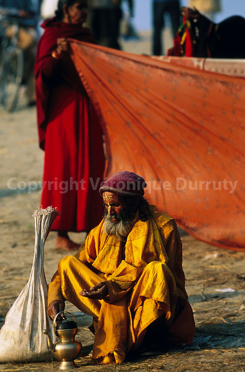 Makeshif camp on the banks of the Ganges...campement de fortune sur les bords du gange