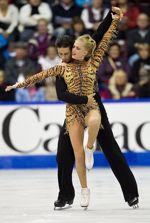 GJR374 -20111028- Mississauga, Ontario,Canada-  Kaitlyn Weaver  and Andrew Poje of Canada skate their short program at Skate Canada International, in Mississauga Ontario, October 28, 2011.<br /> AFP PHOTO/Geoff Robins