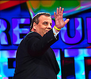 Republican presidential candidate New Jersey Gov. Chris Christie waves as he takes the stage at the start of the Republican Presidential Debate, hosted by CNN, at The Venetian Las Vegas on December 15, 2015 in Las Vegas, Nevada.   AFP PHOTO / L.E. BASKOW