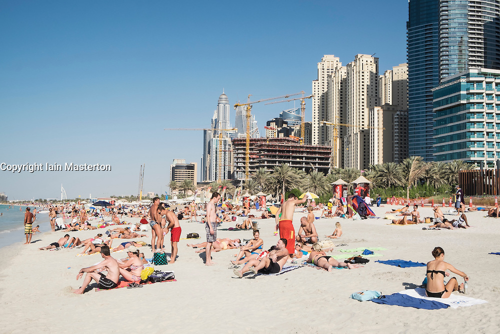 D Exhibition Jbr : Busy public beach at jumeirah resort jbr marina