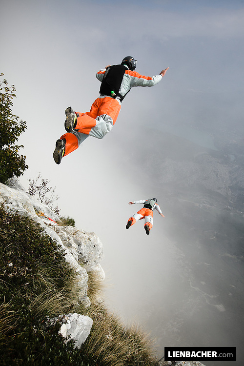 Andreas Podlipnik and Peter Salzmann are exiting Brento for a two way tracking jump