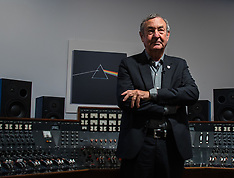 2017-03-20 Pink Floyd drummer Nick Mason reunited with Dark Side Of The Moon console