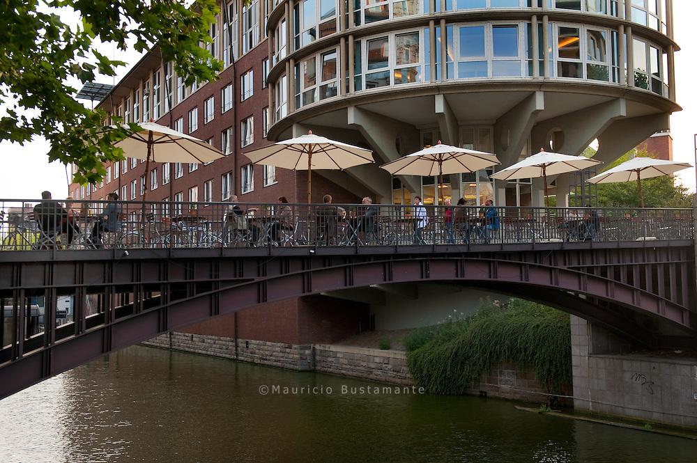 Mit rund 2500 Brücken ist Hamburg Spitzenreiter bei den Brücken und wird somit nicht zu unrecht das Venedig des Nordens genannt.