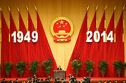 epa04424327 Chinese President Xi Jinping (C) delivers his speech for the National Day reception in a banquet hall at the Great Hall of the People (GHOP) in Beijing, China, 30 September 2014. China celebrates its 65th founding anniversary on 01 October which marks the beginning of the Golden Week National Day holidays.  EPA/HOW HWEE YOUNG