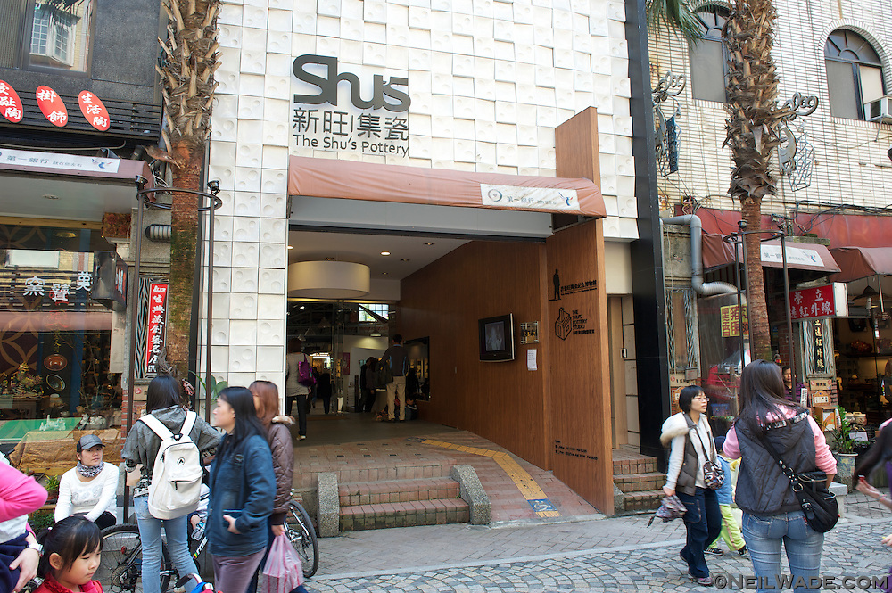 DIY pottery is available in Shu's Pottery on Yingge Old Street.
