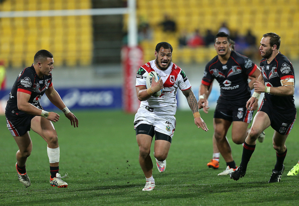 Leeson Ah Mau of the Dragons makes a break playing against the Warriors during their round 22 NRL match at Westpac  Stadium, Wellington on  Saturday, August 08, 2015. Credit: SNPA / David Rowland