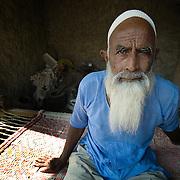 Elderly muslim man in a Rajasthani village (Thar desert, India)