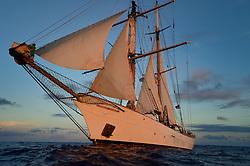 Corwith Cramer is a 134-foot steel brigantine built as a research vessel for operation under sail. Sargasso Sea, Bermuda   Corwith Cramer is a 134-foot steel brigantine built as a research vessel for operation under sail.   Der Forschungssegler Corwith Cramer durchquert im April 2014 die Sargasso See von Puerto Rico kommend bis zu den Bermuda Inseln.