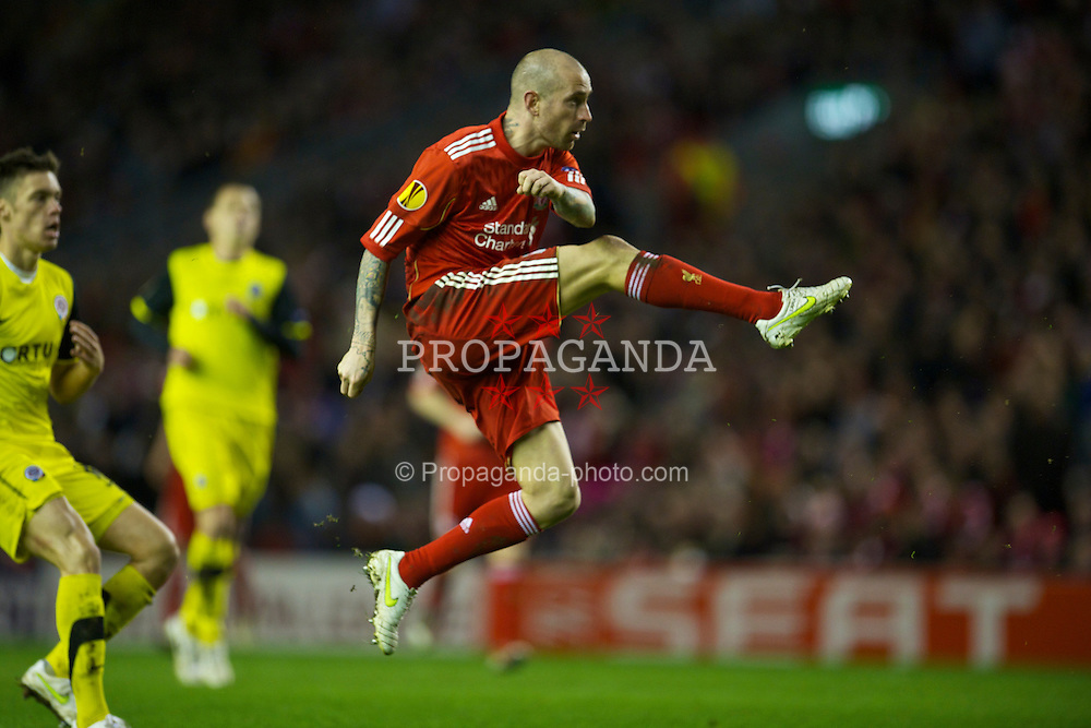 LIVERPOOL, ENGLAND, Thursday, February 24, 2011: Liverpool's Raul Meireles in action against AC Sparta Praha during the UEFA Europa League Round of 32 2nd leg match at Anfield. (Photo by David Rawcliffe/Propaganda)