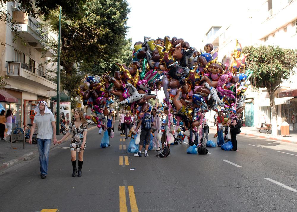 F&ecirc;te de Pourim, d&eacute;fil&eacute; sur l'avenue Ben Gourion - Tel Aviv, Israel, 2008<br />  <br /> Pourim celebration on Ben Gurion avenue, Tel Aviv - Tel Aviv, Israel, 2008