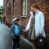 HSKA 20140603 Osia Tuusulasta esitetään liitettäväksi uuteen Helsinkiin. 6 vuotias Samuel Salminen ja äiti Eija Salminen asuvat töölössä. Kuva: Benjamin Suomela/HS