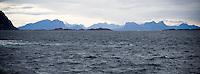 SVOLVÆR 20081013; Bilde fra Lofoten. Natur, hav, bølger, fjellformasjoner i horisonten.  FOTO: TOM HANSEN