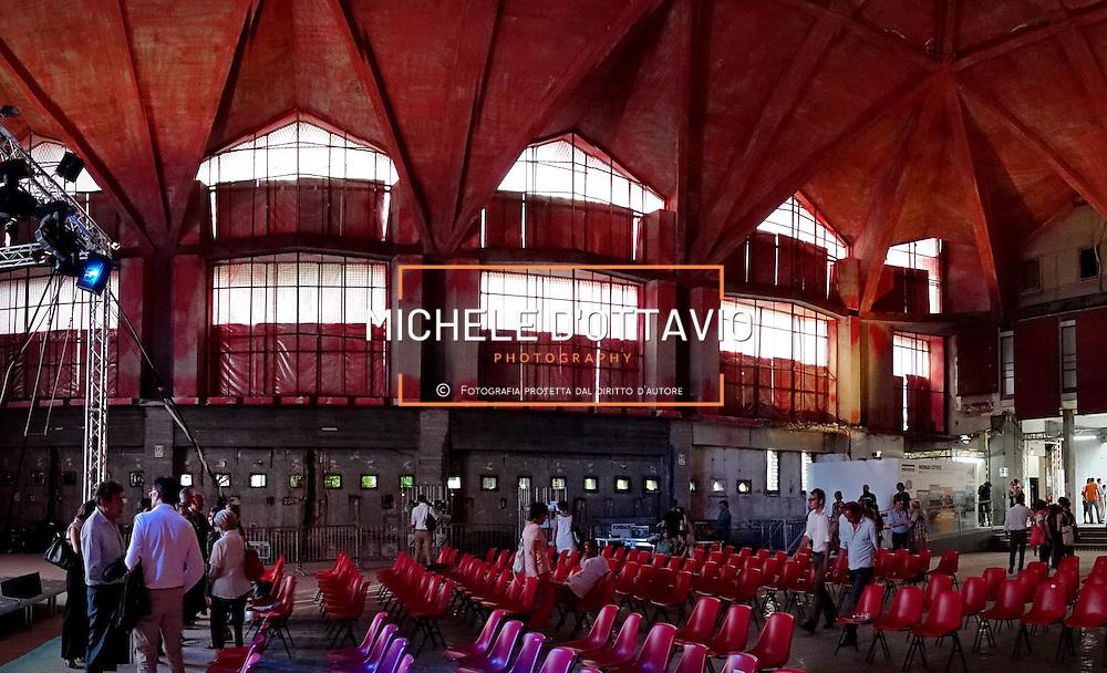 Ex Borsa Valori di Torino. È un'importante testimonianza del rinnovamento architettonico che si ebbe in Italia all'inizio del secondo dopoguerra. L'edificio fu progettato da Roberto Gabetti, Aimaro Oreglia d'Isola e Giorgio Raineri. Dal 30 giugno al 4 luglio 2015 la Borsa Valori è stata la sede principale del Festival Architettura in Città 2015
