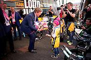 Koning Willem-Alexander is aanwezig bij de start van de 99e editie van de Giro d'Italia in Apeldoorn