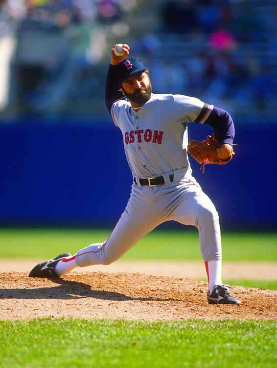 MILWAUKEE - 1992: Jeff Reardon of the Boston Red Sox pitches during an MLB game against the Milwaukee Brewers at County Stadium in Milwaukee, Wisconsin.  Reardon pitched for the Expos from 1990-1992. (Photo by Ron Vesely)