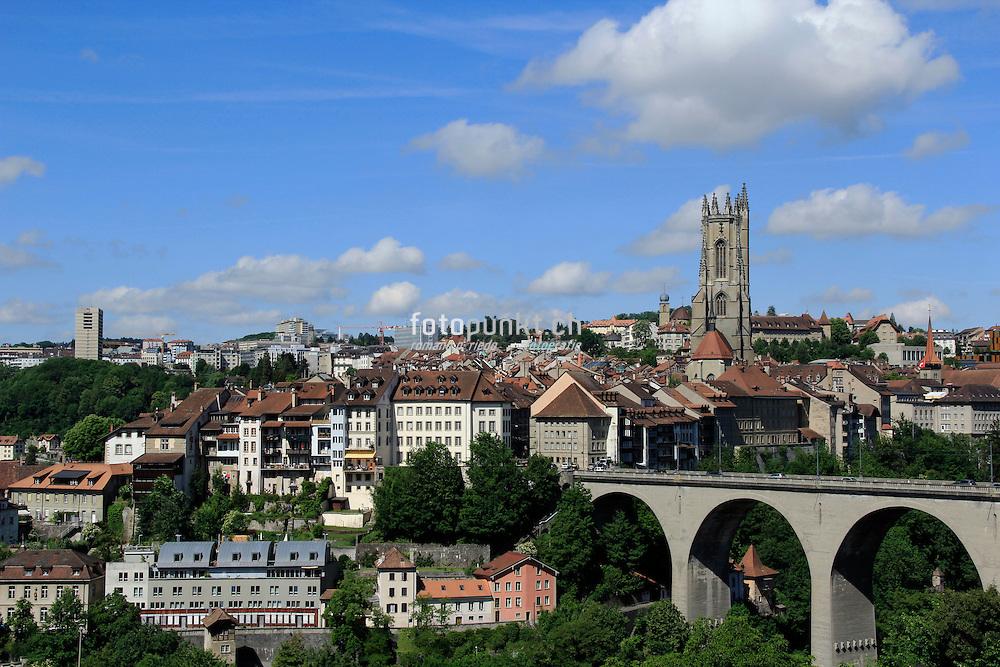 Ville de fribourg la cath drale saint nicolas et le pont for Piscine fribourg