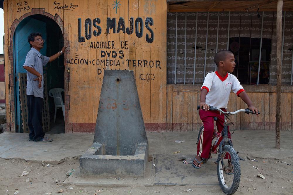 A street scene on Tuesday, Apr. 14, 2009 in Ventanilla, Peru.
