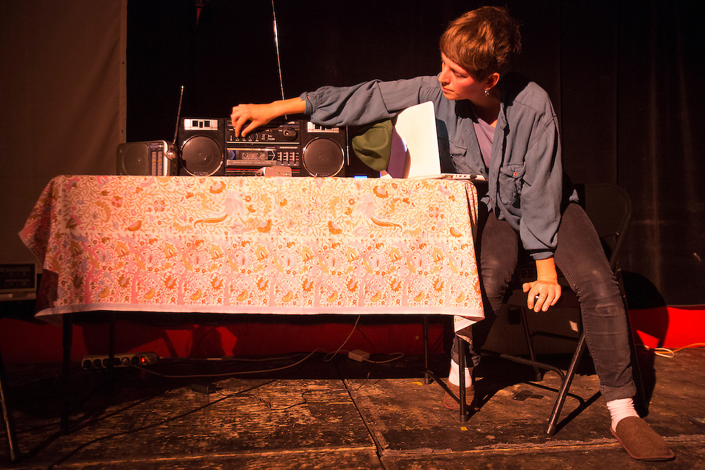 CAFÉ CONCRET #22: ONDE-CORPUSCULE / PARTICLES AND WAVES, LA SALA ROSSA. Jeudi 22 octobre 2015.