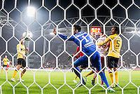 UTRECHT - Utrecht - Roda JC , Voetbal , Eredivisie, Seizoen 2015/2016 , Stadion Galgenwaard , 17-10-2015 , FC Utrecht speler Sébastien Haller (r) kopt de bal langsRoda JC keeper Benjamin Van Leer  (l) en scoort het doelpunt voor de 1-0