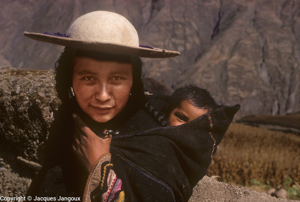 South America, Bolivia. Quecha Indian woman and baby in a hamlet of Ayata, Departamento La Paz, Provincia Munecas.