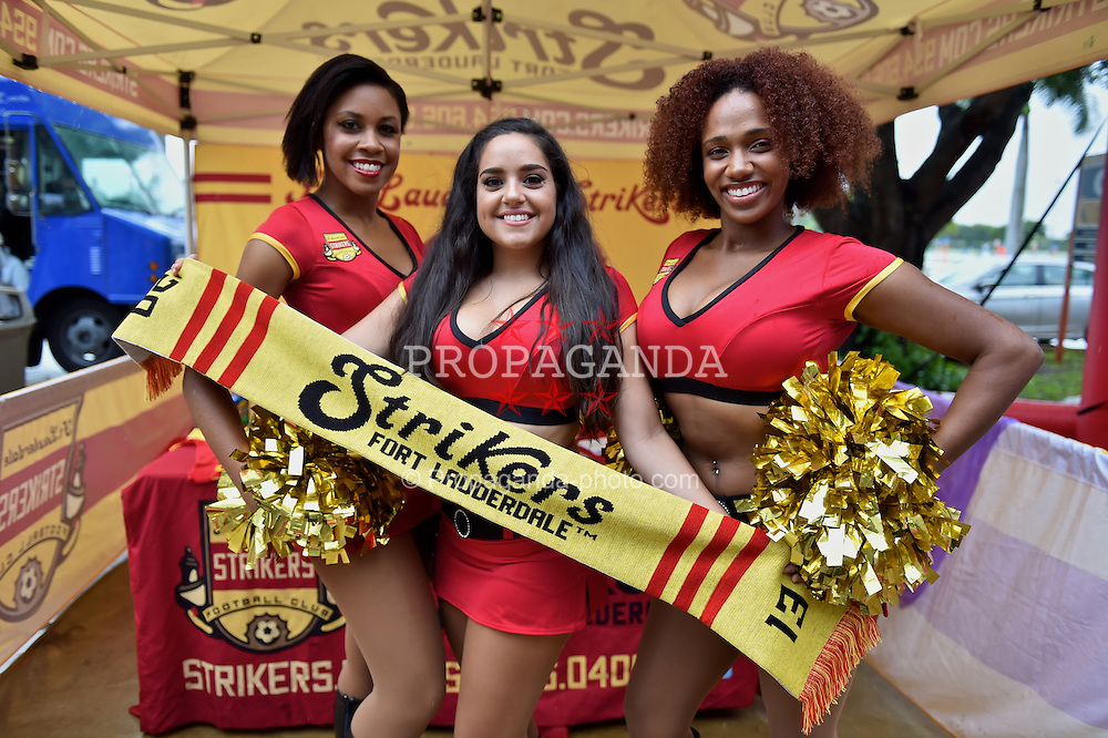 MIAMI, USA - Monday, August 4, 2014: Strikers Fort Lauderdale before the International Champions Cup Final match at the SunLife Stadium on day fifteen of the club's USA Tour. (Pic by David Rawcliffe/Propaganda)