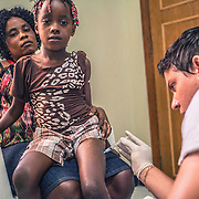 Immigrants get vaccinated against yellow fever and epatites in order to be able to travel to São Paulo and the rest of Brazil