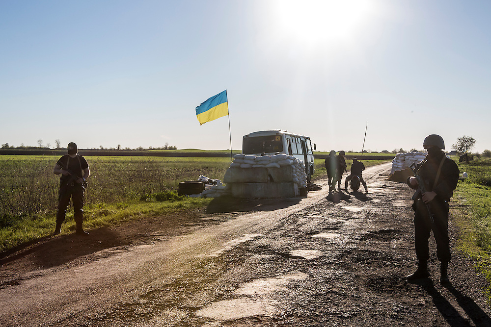 BARVINKOVA, UKRAINE - APRIL 25:  Ukrainian military personnel guard a check point on April 25, 2014 near the town of Barvinkova, Ukraine. Pro-Russian activists have been occupying government buildings and demanding greater autonomy in at least ten Eastern Ukrainian cities in recent weeks, prompting the government in Kiev to threaten military action to retake control of the cities. (Photo by Brendan Hoffman/Getty Images) *** Local Caption ***