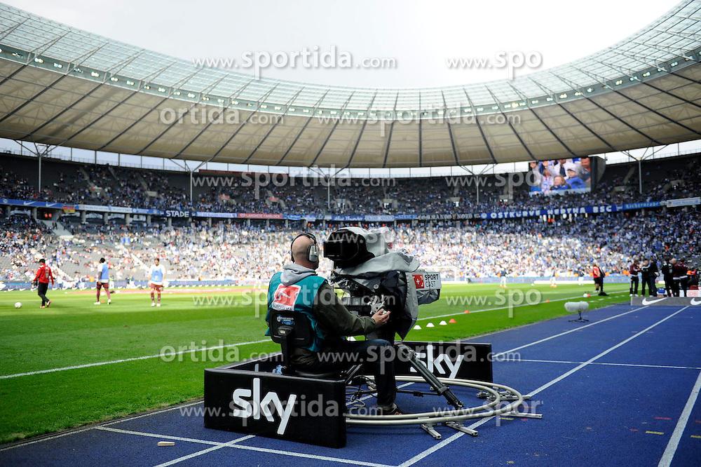 21.04.2012, Olympiastadion, Berlin, GER, 1. FBL, Hertha BSC Berlin vs 1. FC Kaiserslautern, 32. Spieltag, im Bild Fernsehkamera des Senders Sky im Berliner Olympiastadion // during the German Bundesliga Match, 32th Round between Hertha BSC Berlin and 1. FC Kaiserslautern at the Olympiastadium, Berlin, Germany on 2012/04/21. EXPA Pictures © 2012, PhotoCredit: EXPA/ Eibner/ Johannes Koziol..***** ATTENTION - OUT OF GER *****