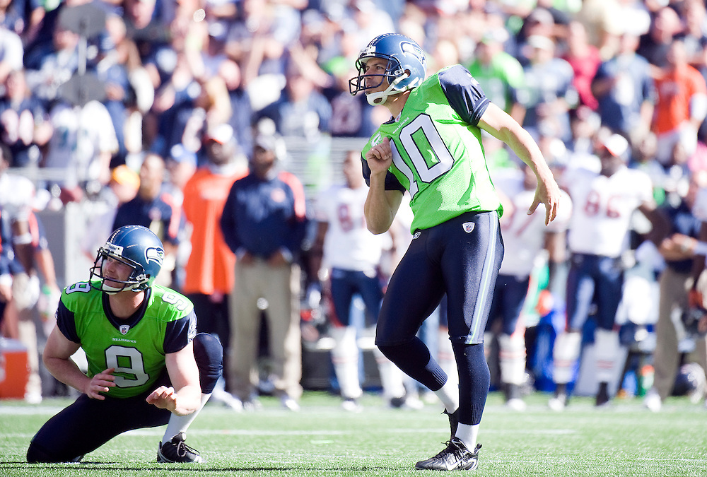 SEATTLE SEAHAWKS VS CHICAGO BEARS - Seattle kicker Olindo Mare tries to use body language to help, but missed this 43-yard field goal and another attempt of 34 yards.