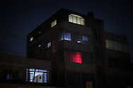 A house in the  north of Gaza City shortly before the entire area is plunged into darkness due to the ongoing power outage. Una casa a nord di Gaza City appena prima che tutta la zona cada nel buio per i ripetuti blackout.