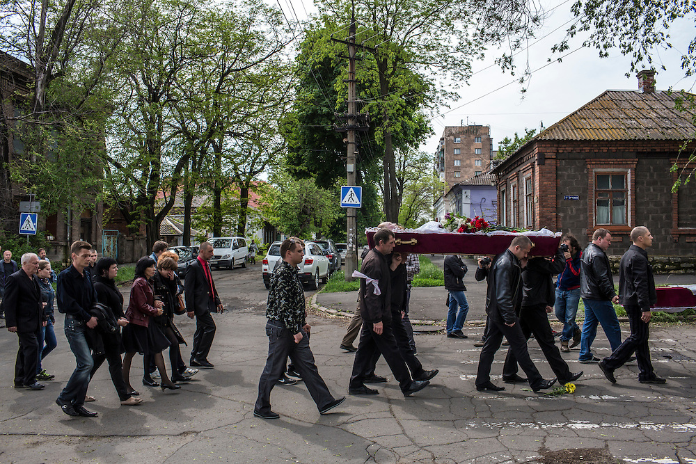 MARIUPOL, UKRAINE - MAY 12: The body of Alexey Vorobyov is carried at his funeral on May 12, 2014 in Mariupol, Ukraine. Vorobyov was a bystander when he was killed by a bullet during clashes at a local police station on May 9, with tensions heightened by the Victory Day holiday and a referendum on greater autonomy for the region arranged by pro-Russia activists. (Photo by Brendan Hoffman/Getty Images) *** Local Caption ***