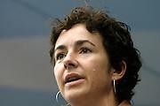 GroenLinks leider Femke Halsema spreekt de demonstranten toe op de Coolsingel in Rotterdam. Ongeveer 60.000 mensen deden mee met de door de vakbonden CNV, FNV en MHP georganiseerde demonstratie tegen het kabinetsbeleid.<br /> <br /> Political leader Femke Halsema of GroenLinks is speaking to 60.000 demonstrators at the Coolsingel in Rotterdam