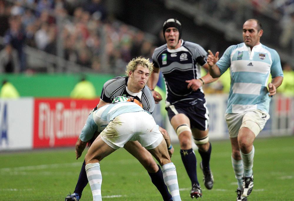 Scott Lamont attacks. Argentina v Scotland (19 - 13) Stade de France, St Dennis, 07/10/2007, Quarter Final Match 44. Rugby World Cup 2007