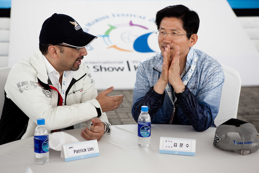 Patrick Lim (L) from WMRT and Gyeonggi Governor Kim Moon Soo at the 2011 Korea Match Cup. Gyeonggi Province, Korea. 7 June 2011. Photo: Subzero Images/Korea Match Cup
